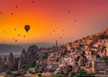 Kapadokya'da Nereler Gezilir? Peri Bacaları ve Balon Turları